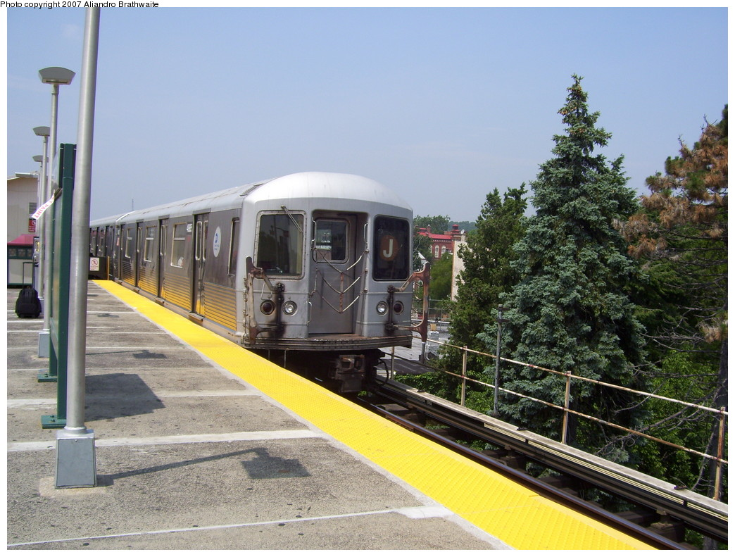 (266k, 1044x791)<br><b>Country:</b> United States<br><b>City:</b> New York<br><b>System:</b> New York City Transit<br><b>Line:</b> BMT Nassau Street/Jamaica Line<br><b>Location:</b> Crescent Street <br><b>Route:</b> J<br><b>Car:</b> R-42 (St. Louis, 1969-1970)  4751 <br><b>Photo by:</b> Aliandro Brathwaite<br><b>Date:</b> 6/28/2007<br><b>Viewed (this week/total):</b> 2 / 1367