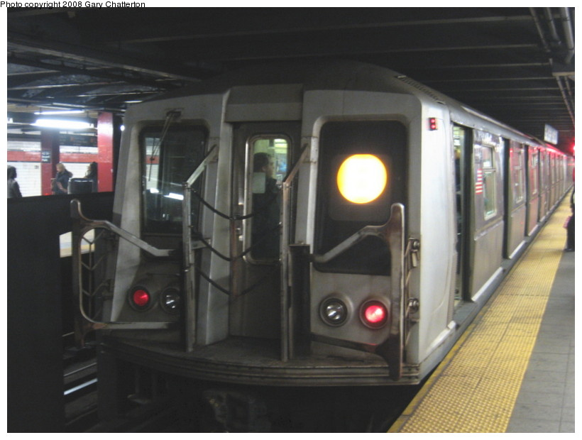 (104k, 820x620)<br><b>Country:</b> United States<br><b>City:</b> New York<br><b>System:</b> New York City Transit<br><b>Line:</b> IND 6th Avenue Line<br><b>Location:</b> 42nd Street/Bryant Park <br><b>Route:</b> B<br><b>Car:</b> R-40 (St. Louis, 1968)  4447 <br><b>Photo by:</b> Gary Chatterton<br><b>Date:</b> 12/27/2007<br><b>Viewed (this week/total):</b> 0 / 1222