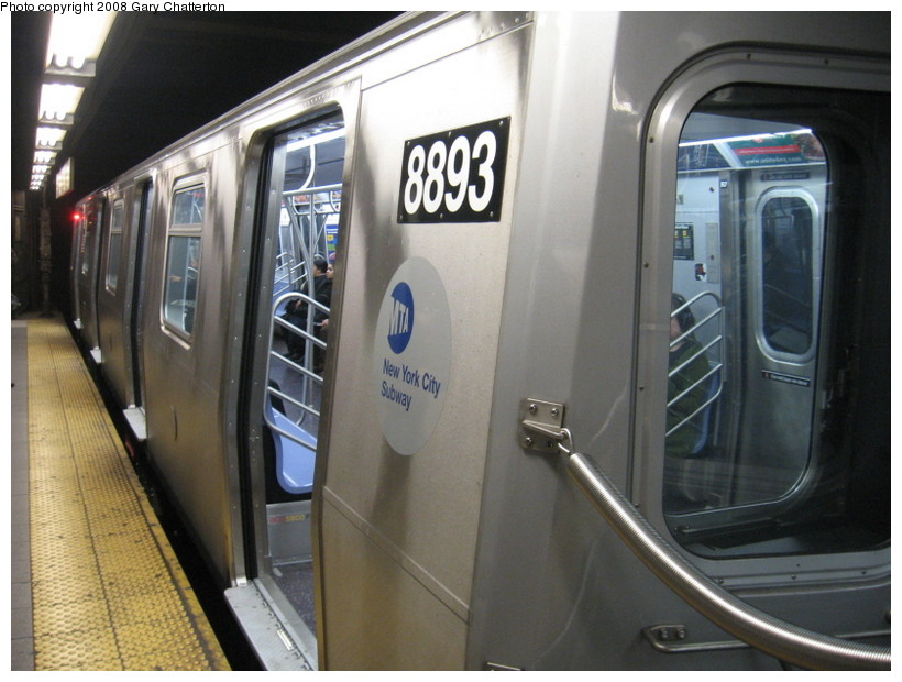 (129k, 820x620)<br><b>Country:</b> United States<br><b>City:</b> New York<br><b>System:</b> New York City Transit<br><b>Line:</b> BMT Broadway Line<br><b>Location:</b> Lexington Avenue (59th Street) <br><b>Route:</b> N<br><b>Car:</b> R-160B (Kawasaki, 2005-2008)  8893 <br><b>Photo by:</b> Gary Chatterton<br><b>Date:</b> 12/28/2007<br><b>Viewed (this week/total):</b> 3 / 2213
