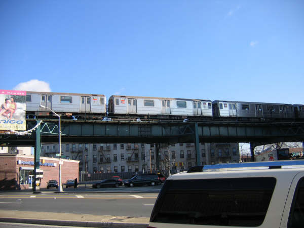 (33k, 600x450)<br><b>Country:</b> United States<br><b>City:</b> New York<br><b>System:</b> New York City Transit<br><b>Line:</b> IRT Brooklyn Line<br><b>Location:</b> E.98th St @ Kings Hwy <br><b>Route:</b> 3<br><b>Car:</b> R-62 (Kawasaki, 1983-1985)   <br><b>Photo by:</b> Professor J<br><b>Date:</b> 12/31/2007<br><b>Viewed (this week/total):</b> 1 / 1553