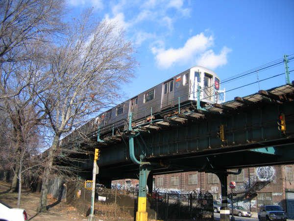 (56k, 600x450)<br><b>Country:</b> United States<br><b>City:</b> New York<br><b>System:</b> New York City Transit<br><b>Line:</b> IRT Brooklyn Line<br><b>Location:</b> Utica Portal-New Lots Line <br><b>Route:</b> 3<br><b>Car:</b> R-62 (Kawasaki, 1983-1985)   <br><b>Photo by:</b> Professor J<br><b>Date:</b> 12/31/2007<br><b>Viewed (this week/total):</b> 0 / 1086
