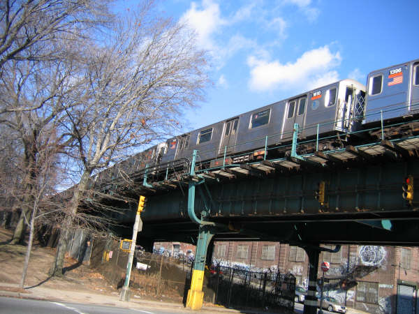 (59k, 600x450)<br><b>Country:</b> United States<br><b>City:</b> New York<br><b>System:</b> New York City Transit<br><b>Line:</b> IRT Brooklyn Line<br><b>Location:</b> Utica Portal-New Lots Line <br><b>Route:</b> 3<br><b>Car:</b> R-62 (Kawasaki, 1983-1985)   <br><b>Photo by:</b> Professor J<br><b>Date:</b> 12/31/2007<br><b>Viewed (this week/total):</b> 0 / 1215