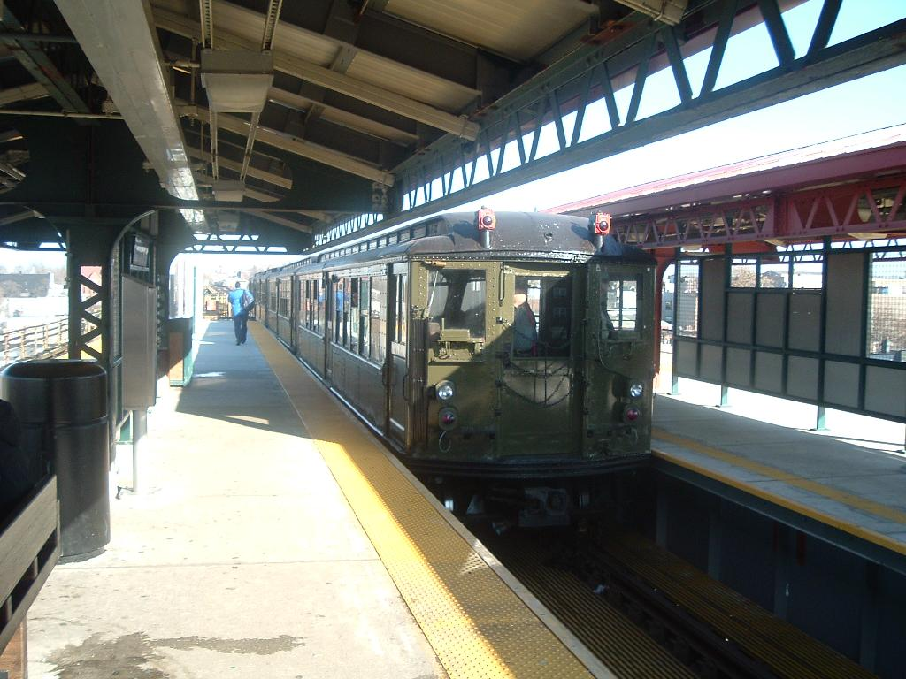 (116k, 1024x768)<br><b>Country:</b> United States<br><b>City:</b> New York<br><b>System:</b> New York City Transit<br><b>Line:</b> IRT White Plains Road Line<br><b>Location:</b> Gun Hill Road <br><b>Route:</b> Fan Trip<br><b>Car:</b> Low-V (Museum Train) 5292 <br><b>Photo by:</b> Chris Reidy<br><b>Date:</b> 12/18/2004<br><b>Viewed (this week/total):</b> 0 / 1284