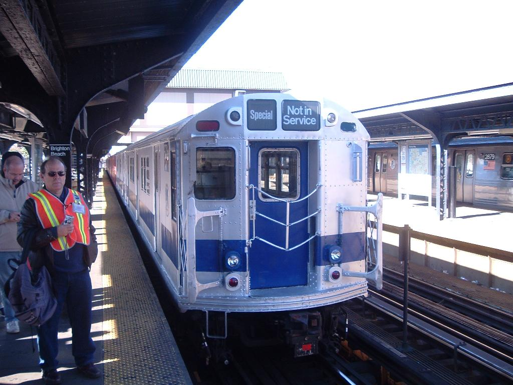 (120k, 1024x768)<br><b>Country:</b> United States<br><b>City:</b> New York<br><b>System:</b> New York City Transit<br><b>Line:</b> BMT Brighton Line<br><b>Location:</b> Brighton Beach <br><b>Route:</b> Fan Trip<br><b>Car:</b> R-33 Main Line (St. Louis, 1962-63) 9206 <br><b>Photo by:</b> Chris Reidy<br><b>Date:</b> 10/23/2004<br><b>Viewed (this week/total):</b> 13 / 1540