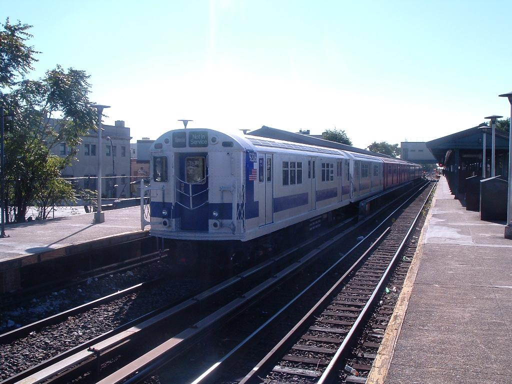 (137k, 1024x768)<br><b>Country:</b> United States<br><b>City:</b> New York<br><b>System:</b> New York City Transit<br><b>Line:</b> BMT Brighton Line<br><b>Location:</b> Kings Highway <br><b>Route:</b> Fan Trip<br><b>Car:</b> R-33 Main Line (St. Louis, 1962-63) 9206 <br><b>Photo by:</b> Chris Reidy<br><b>Date:</b> 10/23/2004<br><b>Viewed (this week/total):</b> 0 / 997