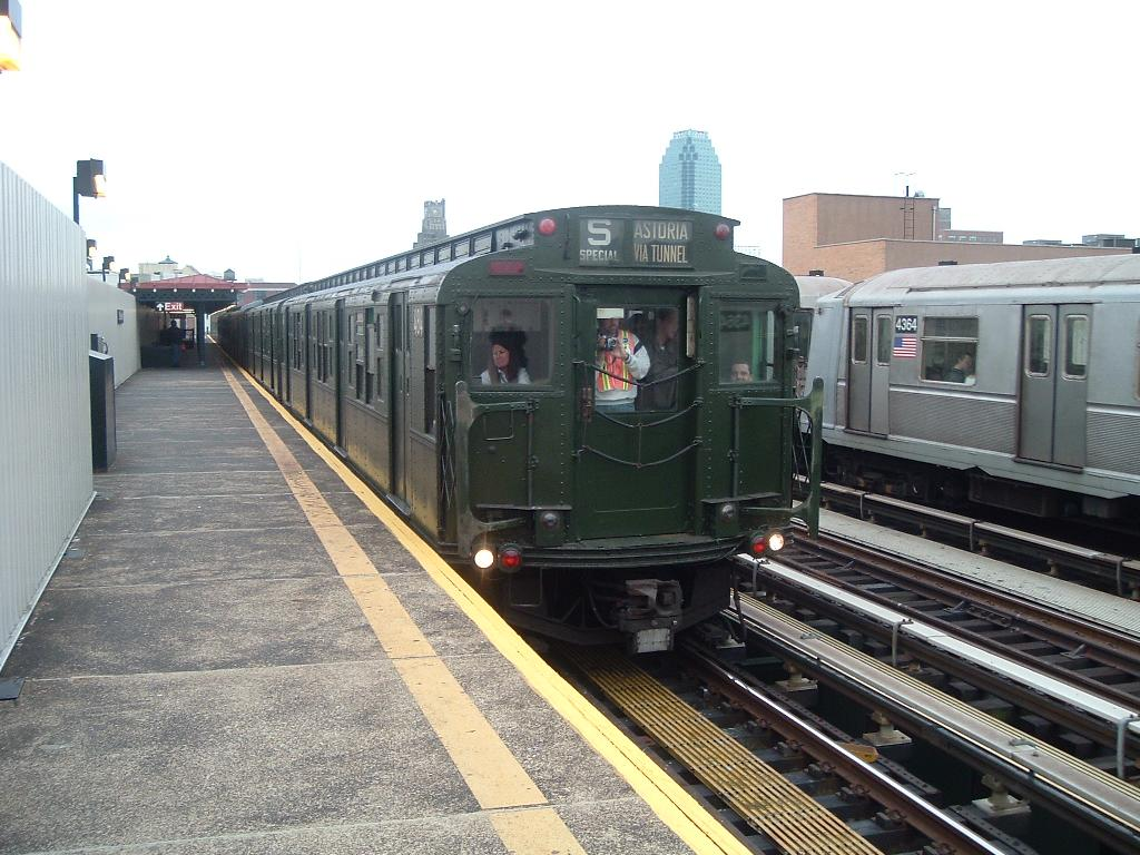 (130k, 1024x768)<br><b>Country:</b> United States<br><b>City:</b> New York<br><b>System:</b> New York City Transit<br><b>Line:</b> BMT Astoria Line<br><b>Location:</b> 39th/Beebe Aves. <br><b>Route:</b> Fan Trip<br><b>Car:</b> R-4 (American Car & Foundry, 1932-1933) 484 <br><b>Photo by:</b> Chris Reidy<br><b>Date:</b> 10/29/2004<br><b>Viewed (this week/total):</b> 2 / 1581