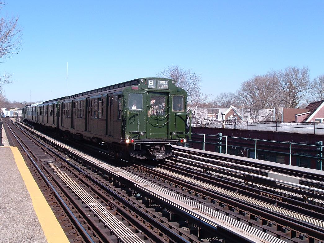 (172k, 1045x784)<br><b>Country:</b> United States<br><b>City:</b> New York<br><b>System:</b> New York City Transit<br><b>Line:</b> BMT West End Line<br><b>Location:</b> Fort Hamilton Parkway <br><b>Route:</b> Fan Trip<br><b>Car:</b> R-4 (American Car & Foundry, 1932-1933) 484 <br><b>Photo by:</b> Chris Reidy<br><b>Date:</b> 2/28/2004<br><b>Viewed (this week/total):</b> 0 / 906