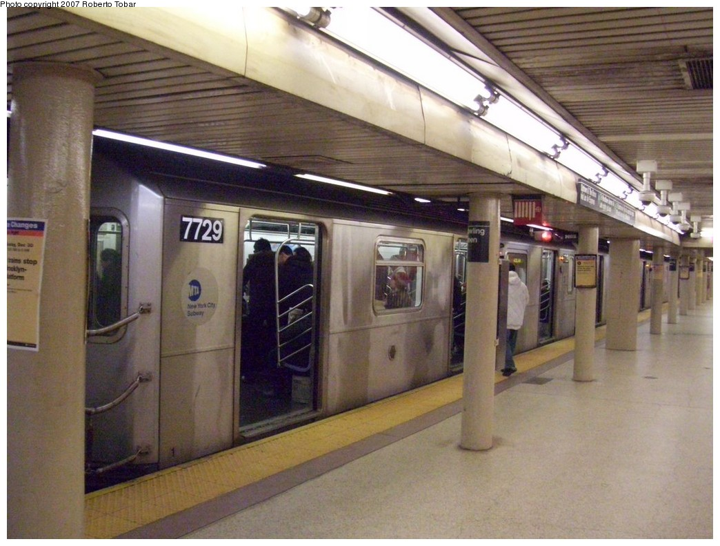 (211k, 1044x791)<br><b>Country:</b> United States<br><b>City:</b> New York<br><b>System:</b> New York City Transit<br><b>Line:</b> IRT East Side Line<br><b>Location:</b> Bowling Green <br><b>Route:</b> 4<br><b>Car:</b> R-142A (Option Order, Kawasaki, 2002-2003)  7729 <br><b>Photo by:</b> Roberto C. Tobar<br><b>Date:</b> 12/28/2007<br><b>Viewed (this week/total):</b> 0 / 2113