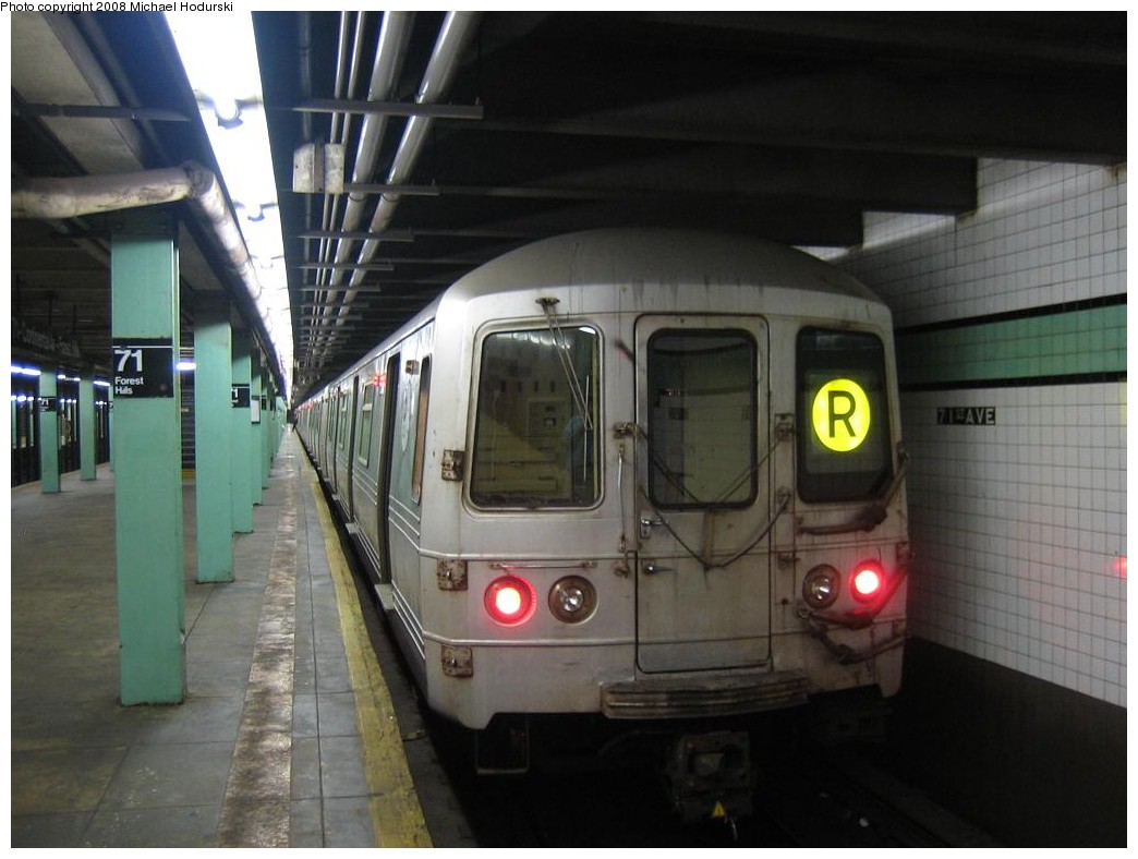 (165k, 1044x788)<br><b>Country:</b> United States<br><b>City:</b> New York<br><b>System:</b> New York City Transit<br><b>Line:</b> IND Queens Boulevard Line<br><b>Location:</b> 71st/Continental Aves./Forest Hills <br><b>Route:</b> R<br><b>Car:</b> R-46 (Pullman-Standard, 1974-75) 5656 <br><b>Photo by:</b> Michael Hodurski<br><b>Date:</b> 1/1/2008<br><b>Viewed (this week/total):</b> 2 / 1384
