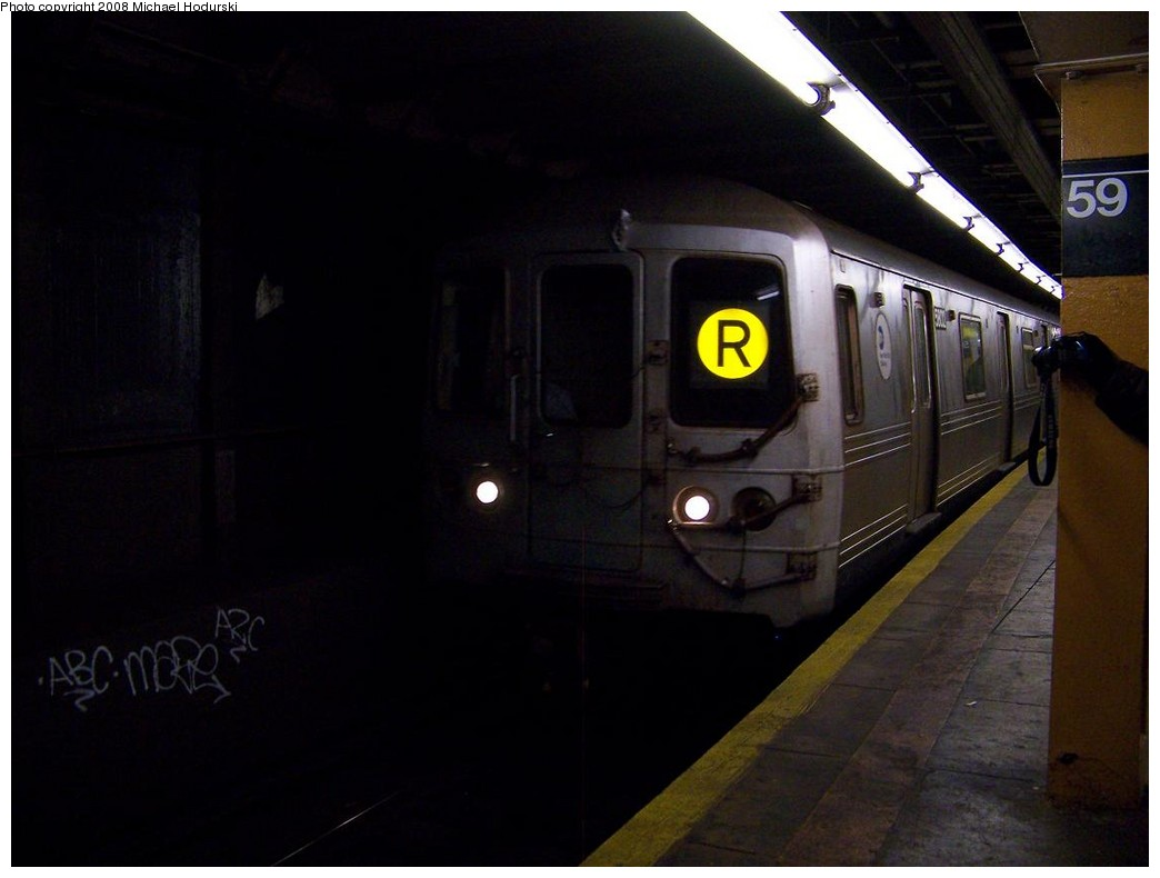 (134k, 1044x790)<br><b>Country:</b> United States<br><b>City:</b> New York<br><b>System:</b> New York City Transit<br><b>Line:</b> BMT Broadway Line<br><b>Location:</b> Lexington Avenue (59th Street) <br><b>Route:</b> R<br><b>Car:</b> R-46 (Pullman-Standard, 1974-75) 5802 <br><b>Photo by:</b> Michael Hodurski<br><b>Date:</b> 12/16/2007<br><b>Viewed (this week/total):</b> 4 / 2622