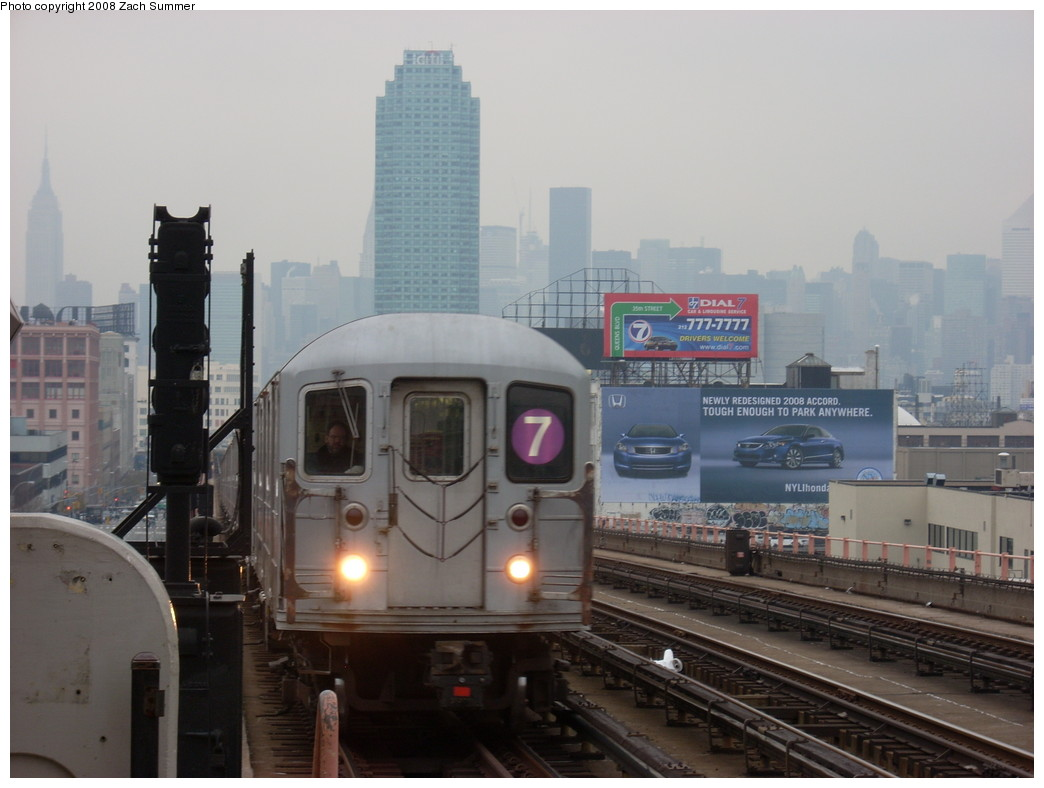 (199k, 1044x788)<br><b>Country:</b> United States<br><b>City:</b> New York<br><b>System:</b> New York City Transit<br><b>Line:</b> IRT Flushing Line<br><b>Location:</b> 40th Street/Lowery Street <br><b>Route:</b> 7<br><b>Car:</b> R-62A (Bombardier, 1984-1987)   <br><b>Photo by:</b> Zach Summer<br><b>Date:</b> 12/11/2007<br><b>Viewed (this week/total):</b> 0 / 1523