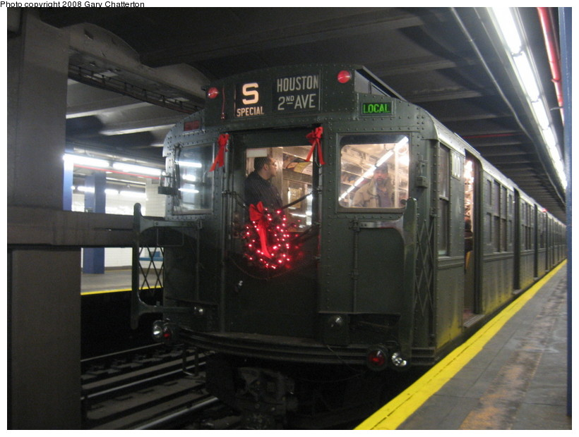 (122k, 820x620)<br><b>Country:</b> United States<br><b>City:</b> New York<br><b>System:</b> New York City Transit<br><b>Line:</b> IND 6th Avenue Line<br><b>Location:</b> 2nd Avenue <br><b>Route:</b> Museum Train Service (V)<br><b>Car:</b> R-1 (American Car & Foundry, 1930-1931) 100 <br><b>Photo by:</b> Gary Chatterton<br><b>Date:</b> 12/23/2007<br><b>Notes:</b> Regular-service Nostalgia Train.<br><b>Viewed (this week/total):</b> 3 / 1267