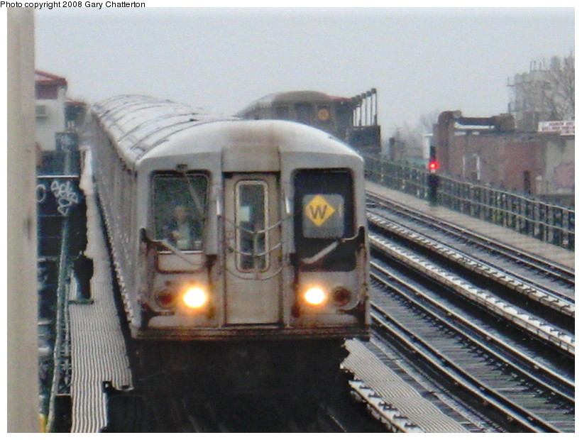 (136k, 820x620)<br><b>Country:</b> United States<br><b>City:</b> New York<br><b>System:</b> New York City Transit<br><b>Line:</b> BMT Astoria Line<br><b>Location:</b> 39th/Beebe Aves. <br><b>Route:</b> W<br><b>Car:</b> R-40 (St. Louis, 1968)  4173 <br><b>Photo by:</b> Gary Chatterton<br><b>Date:</b> 12/27/2007<br><b>Viewed (this week/total):</b> 0 / 1893