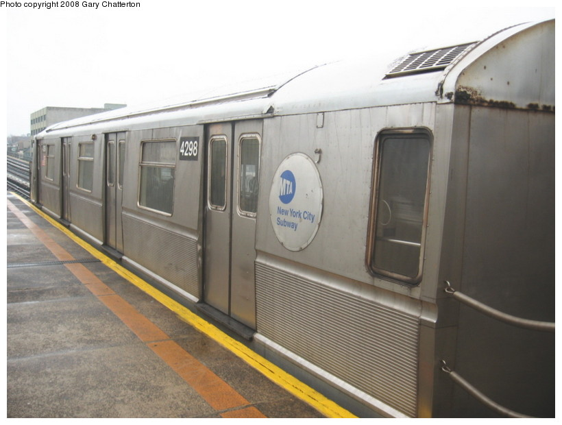 (108k, 820x620)<br><b>Country:</b> United States<br><b>City:</b> New York<br><b>System:</b> New York City Transit<br><b>Line:</b> BMT Astoria Line<br><b>Location:</b> 39th/Beebe Aves. <br><b>Route:</b> W<br><b>Car:</b> R-40 (St. Louis, 1968)  4298 <br><b>Photo by:</b> Gary Chatterton<br><b>Date:</b> 12/27/2007<br><b>Viewed (this week/total):</b> 1 / 1600