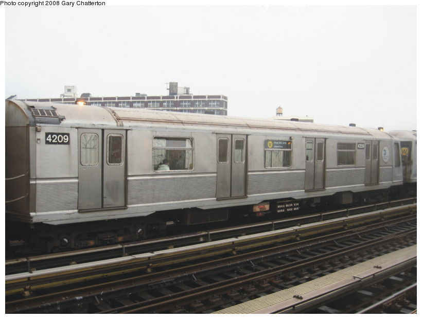 (98k, 820x620)<br><b>Country:</b> United States<br><b>City:</b> New York<br><b>System:</b> New York City Transit<br><b>Line:</b> BMT Astoria Line<br><b>Location:</b> 39th/Beebe Aves. <br><b>Route:</b> W<br><b>Car:</b> R-40 (St. Louis, 1968)  4209 <br><b>Photo by:</b> Gary Chatterton<br><b>Date:</b> 12/27/2007<br><b>Viewed (this week/total):</b> 3 / 821