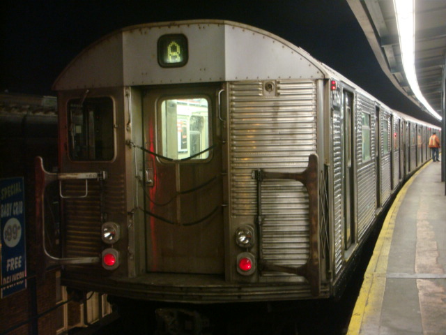 (94k, 640x480)<br><b>Country:</b> United States<br><b>City:</b> New York<br><b>System:</b> New York City Transit<br><b>Line:</b> IND Fulton Street Line<br><b>Location:</b> Lefferts Boulevard <br><b>Route:</b> A<br><b>Car:</b> R-32 (Budd, 1964)  3644 <br><b>Photo by:</b> Danny Molina<br><b>Date:</b> 1/9/2008<br><b>Viewed (this week/total):</b> 3 / 938