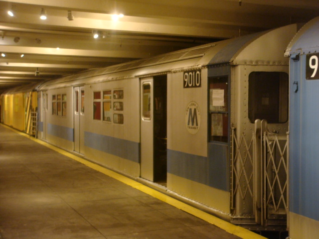 (103k, 640x480)<br><b>Country:</b> United States<br><b>City:</b> New York<br><b>System:</b> New York City Transit<br><b>Location:</b> New York Transit Museum<br><b>Car:</b> R-33 Main Line (St. Louis, 1962-63) 9010 <br><b>Photo by:</b> Danny Molina<br><b>Date:</b> 1/9/2008<br><b>Viewed (this week/total):</b> 3 / 2931