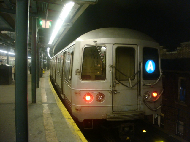 (93k, 640x480)<br><b>Country:</b> United States<br><b>City:</b> New York<br><b>System:</b> New York City Transit<br><b>Line:</b> IND Fulton Street Line<br><b>Location:</b> Lefferts Boulevard <br><b>Route:</b> A<br><b>Car:</b> R-44 (St. Louis, 1971-73)  <br><b>Photo by:</b> Danny Molina<br><b>Date:</b> 1/9/2008<br><b>Viewed (this week/total):</b> 0 / 1213