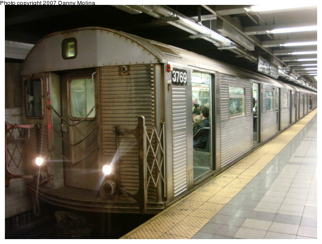 (101k, 660x500)<br><b>Country:</b> United States<br><b>City:</b> New York<br><b>System:</b> New York City Transit<br><b>Line:</b> IND 8th Avenue Line<br><b>Location:</b> Chambers Street/World Trade Center <br><b>Route:</b> E<br><b>Car:</b> R-32 (Budd, 1964)  3769 <br><b>Photo by:</b> Danny Molina<br><b>Date:</b> 12/28/2007<br><b>Viewed (this week/total):</b> 1 / 1484
