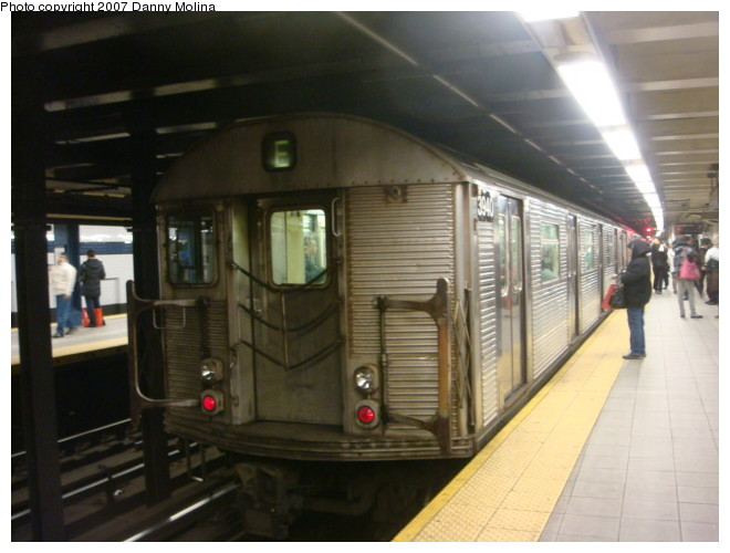 (90k, 660x500)<br><b>Country:</b> United States<br><b>City:</b> New York<br><b>System:</b> New York City Transit<br><b>Line:</b> IND Queens Boulevard Line<br><b>Location:</b> Roosevelt Avenue <br><b>Route:</b> E<br><b>Car:</b> R-32 (Budd, 1964)  3940 <br><b>Photo by:</b> Danny Molina<br><b>Date:</b> 12/28/2007<br><b>Viewed (this week/total):</b> 0 / 1354