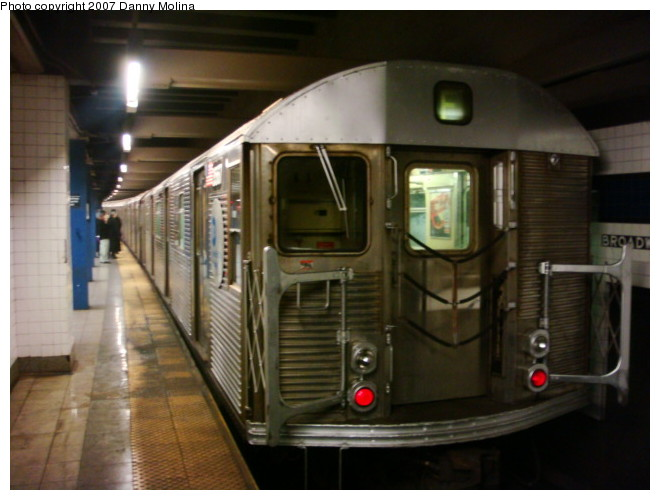 (88k, 660x500)<br><b>Country:</b> United States<br><b>City:</b> New York<br><b>System:</b> New York City Transit<br><b>Line:</b> IND 6th Avenue Line<br><b>Location:</b> Broadway/Lafayette <br><b>Route:</b> E<br><b>Car:</b> R-32 (Budd, 1964)  3940 <br><b>Photo by:</b> Danny Molina<br><b>Date:</b> 12/24/2007<br><b>Notes:</b> Reroute.<br><b>Viewed (this week/total):</b> 0 / 1744