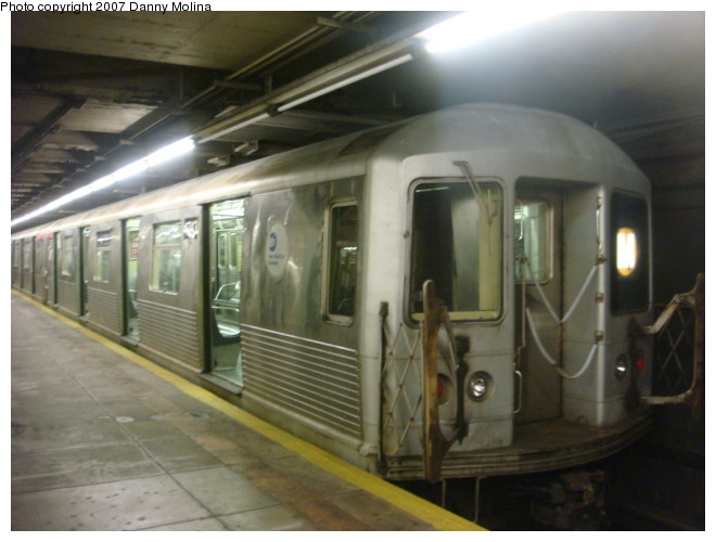 (86k, 660x500)<br><b>Country:</b> United States<br><b>City:</b> New York<br><b>System:</b> New York City Transit<br><b>Line:</b> BMT Broadway Line<br><b>Location:</b> Jay St./Metrotech (Lawrence St.) <br><b>Route:</b> M<br><b>Car:</b> R-42 (St. Louis, 1969-1970)  4762 <br><b>Photo by:</b> Danny Molina<br><b>Date:</b> 12/27/2007<br><b>Viewed (this week/total):</b> 3 / 1690