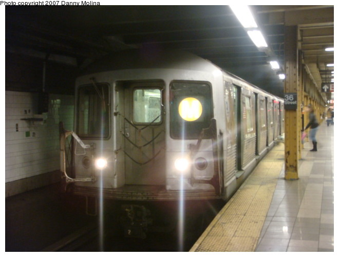 (79k, 660x500)<br><b>Country:</b> United States<br><b>City:</b> New York<br><b>System:</b> New York City Transit<br><b>Line:</b> BMT 4th Avenue<br><b>Location:</b> 36th Street <br><b>Route:</b> M<br><b>Car:</b> R-42 (St. Louis, 1969-1970)  4762 <br><b>Photo by:</b> Danny Molina<br><b>Date:</b> 12/27/2007<br><b>Viewed (this week/total):</b> 4 / 1539