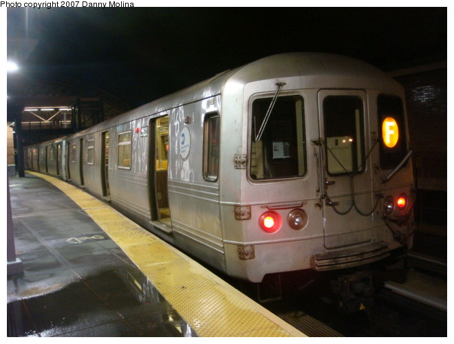 (89k, 660x500)<br><b>Country:</b> United States<br><b>City:</b> New York<br><b>System:</b> New York City Transit<br><b>Location:</b> Coney Island/Stillwell Avenue<br><b>Route:</b> F<br><b>Car:</b> R-46 (Pullman-Standard, 1974-75) 5612 <br><b>Photo by:</b> Danny Molina<br><b>Date:</b> 12/28/2007<br><b>Viewed (this week/total):</b> 1 / 1706