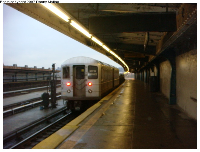 (83k, 660x500)<br><b>Country:</b> United States<br><b>City:</b> New York<br><b>System:</b> New York City Transit<br><b>Line:</b> IND Crosstown Line<br><b>Location:</b> Smith/9th Street <br><b>Route:</b> Work Service<br><b>Car:</b> R-127/R-134 (Kawasaki, 1991-1996) EP006 <br><b>Photo by:</b> Danny Molina<br><b>Date:</b> 12/28/2007<br><b>Viewed (this week/total):</b> 2 / 1667