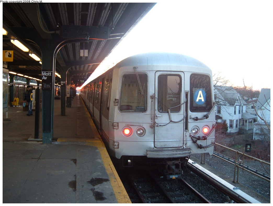 (197k, 1044x788)<br><b>Country:</b> United States<br><b>City:</b> New York<br><b>System:</b> New York City Transit<br><b>Line:</b> IND Rockaway<br><b>Location:</b> Mott Avenue/Far Rockaway <br><b>Route:</b> A<br><b>Car:</b> R-44 (St. Louis, 1971-73) 5280 <br><b>Photo by:</b> Chris M.<br><b>Date:</b> 1/1/2008<br><b>Viewed (this week/total):</b> 1 / 1700