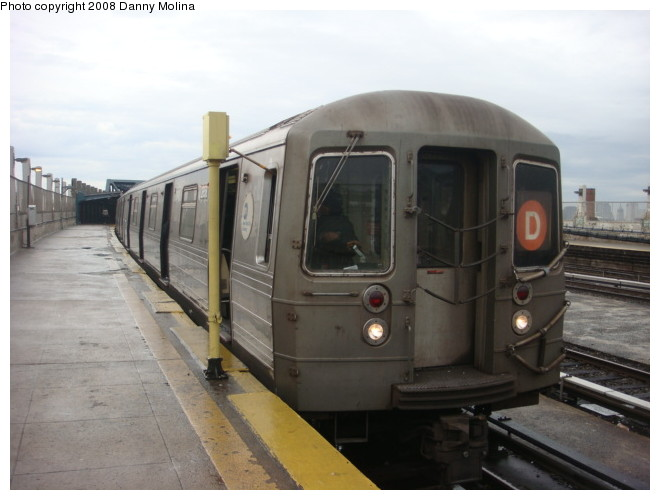 (82k, 660x500)<br><b>Country:</b> United States<br><b>City:</b> New York<br><b>System:</b> New York City Transit<br><b>Line:</b> IND Crosstown Line<br><b>Location:</b> Smith/9th Street <br><b>Route:</b> D<br><b>Car:</b> R-68 (Westinghouse-Amrail, 1986-1988)  2658 <br><b>Photo by:</b> Danny Molina<br><b>Date:</b> 1/12/2008<br><b>Notes:</b> Rerouted D train.<br><b>Viewed (this week/total):</b> 5 / 1914