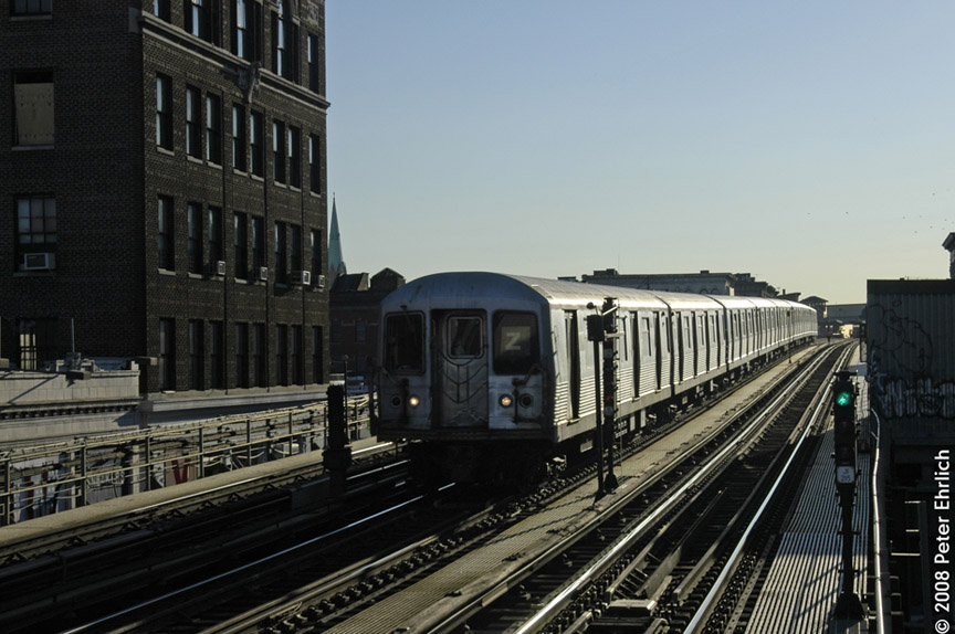 (175k, 864x574)<br><b>Country:</b> United States<br><b>City:</b> New York<br><b>System:</b> New York City Transit<br><b>Line:</b> BMT Nassau Street/Jamaica Line<br><b>Location:</b> Flushing Avenue <br><b>Route:</b> Z<br><b>Car:</b> R-42 (St. Louis, 1969-1970)  4738 <br><b>Photo by:</b> Peter Ehrlich<br><b>Date:</b> 1/3/2008<br><b>Notes:</b> Inbound train approaching Flushing Avenue.<br><b>Viewed (this week/total):</b> 2 / 1471