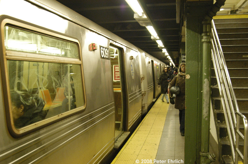 (188k, 864x574)<br><b>Country:</b> United States<br><b>City:</b> New York<br><b>System:</b> New York City Transit<br><b>Line:</b> BMT Broadway Line<br><b>Location:</b> 14th Street/Union Square <br><b>Route:</b> R<br><b>Car:</b> R-46 (Pullman-Standard, 1974-75) 6091 <br><b>Photo by:</b> Peter Ehrlich<br><b>Date:</b> 1/3/2008<br><b>Notes:</b> 14th Street northbound.<br><b>Viewed (this week/total):</b> 2 / 2090