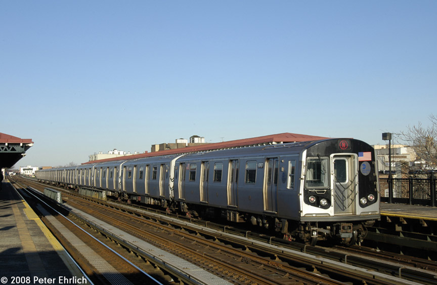 (152k, 864x563)<br><b>Country:</b> United States<br><b>City:</b> New York<br><b>System:</b> New York City Transit<br><b>Line:</b> BMT Astoria Line<br><b>Location:</b> 36th/Washington Aves. <br><b>Route:</b> N<br><b>Car:</b> R-160B (Kawasaki, 2005-2008)  8767 <br><b>Photo by:</b> Peter Ehrlich<br><b>Date:</b> 1/3/2008<br><b>Notes:</b> Leaving 36th Avenue outbound, trailing view.<br><b>Viewed (this week/total):</b> 4 / 1701