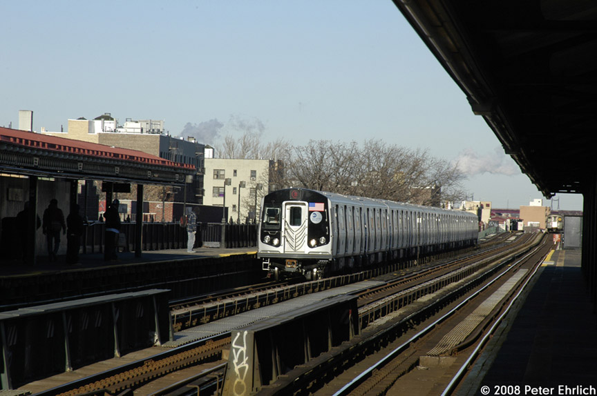 (163k, 864x574)<br><b>Country:</b> United States<br><b>City:</b> New York<br><b>System:</b> New York City Transit<br><b>Line:</b> BMT Astoria Line<br><b>Location:</b> 36th/Washington Aves. <br><b>Route:</b> N<br><b>Car:</b> R-160B (Kawasaki, 2005-2008)  8868 <br><b>Photo by:</b> Peter Ehrlich<br><b>Date:</b> 1/3/2008<br><b>Notes:</b> Arriving 36th Avenue inbound.<br><b>Viewed (this week/total):</b> 0 / 1694