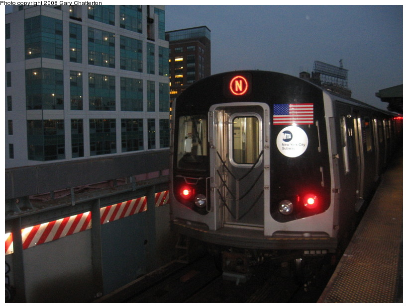 (121k, 820x620)<br><b>Country:</b> United States<br><b>City:</b> New York<br><b>System:</b> New York City Transit<br><b>Line:</b> BMT Astoria Line<br><b>Location:</b> Queensborough Plaza <br><b>Route:</b> N<br><b>Car:</b> R-160B (Kawasaki, 2005-2008)  8807 <br><b>Photo by:</b> Gary Chatterton<br><b>Date:</b> 12/28/2007<br><b>Viewed (this week/total):</b> 0 / 1859
