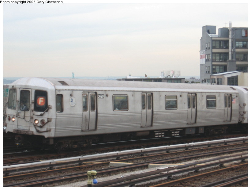 (103k, 820x620)<br><b>Country:</b> United States<br><b>City:</b> New York<br><b>System:</b> New York City Transit<br><b>Line:</b> IND Crosstown Line<br><b>Location:</b> Smith/9th Street <br><b>Route:</b> F<br><b>Car:</b> R-46 (Pullman-Standard, 1974-75) 5620 <br><b>Photo by:</b> Gary Chatterton<br><b>Date:</b> 1/10/2008<br><b>Viewed (this week/total):</b> 3 / 1162