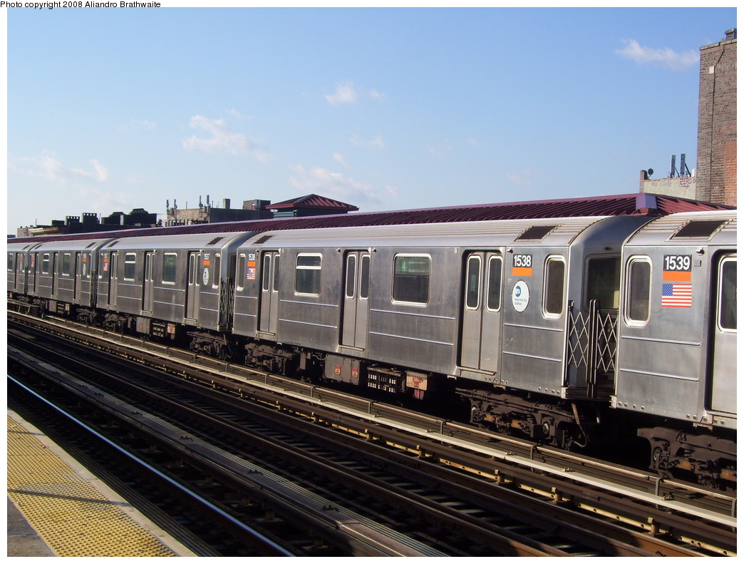 (240k, 1044x791)<br><b>Country:</b> United States<br><b>City:</b> New York<br><b>System:</b> New York City Transit<br><b>Line:</b> IRT Woodlawn Line<br><b>Location:</b> Fordham Road <br><b>Route:</b> 4<br><b>Car:</b> R-62 (Kawasaki, 1983-1985)  1538 <br><b>Photo by:</b> Aliandro Brathwaite<br><b>Date:</b> 12/31/2007<br><b>Viewed (this week/total):</b> 3 / 2051