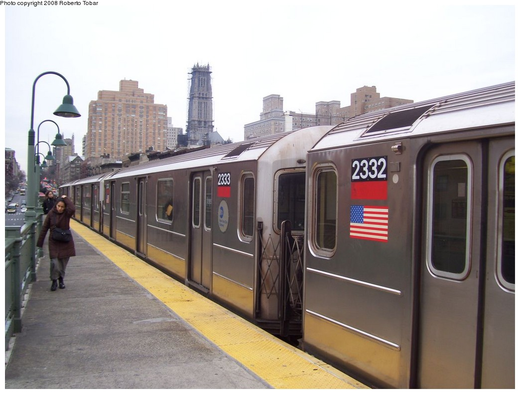 (178k, 1044x791)<br><b>Country:</b> United States<br><b>City:</b> New York<br><b>System:</b> New York City Transit<br><b>Line:</b> IRT West Side Line<br><b>Location:</b> 125th Street <br><b>Route:</b> 1<br><b>Car:</b> R-62A (Bombardier, 1984-1987)  2333 <br><b>Photo by:</b> Roberto C. Tobar<br><b>Date:</b> 1/19/2008<br><b>Viewed (this week/total):</b> 0 / 1767