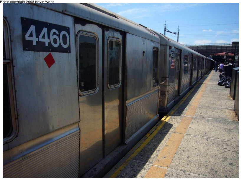 (131k, 820x615)<br><b>Country:</b> United States<br><b>City:</b> New York<br><b>System:</b> New York City Transit<br><b>Line:</b> BMT Astoria Line<br><b>Location:</b> Ditmars Boulevard <br><b>Route:</b> W<br><b>Car:</b> R-40M (St. Louis, 1969)  4460 <br><b>Photo by:</b> Kevin Wong<br><b>Date:</b> 6/11/2007<br><b>Notes:</b> Mismate with R42 4665.<br><b>Viewed (this week/total):</b> 1 / 1636