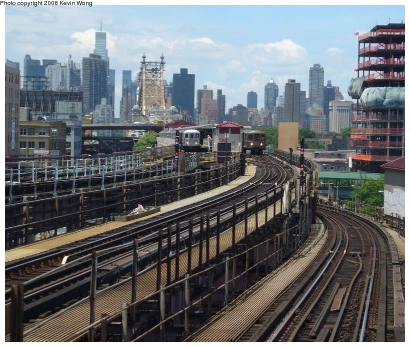 (184k, 820x695)<br><b>Country:</b> United States<br><b>City:</b> New York<br><b>System:</b> New York City Transit<br><b>Location:</b> Queensborough Plaza <br><b>Photo by:</b> Kevin Wong<br><b>Date:</b> 6/1/2007<br><b>Notes:</b> View of upper level of Queensborough Plaza station.<br><b>Viewed (this week/total):</b> 1 / 3366