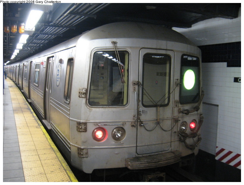 (124k, 820x620)<br><b>Country:</b> United States<br><b>City:</b> New York<br><b>System:</b> New York City Transit<br><b>Line:</b> IND Queens Boulevard Line<br><b>Location:</b> Queens Plaza <br><b>Route:</b> G<br><b>Car:</b> R-46 (Pullman-Standard, 1974-75) 6218 <br><b>Photo by:</b> Gary Chatterton<br><b>Date:</b> 12/23/2007<br><b>Viewed (this week/total):</b> 1 / 1760