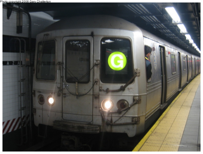 (97k, 820x620)<br><b>Country:</b> United States<br><b>City:</b> New York<br><b>System:</b> New York City Transit<br><b>Line:</b> IND Queens Boulevard Line<br><b>Location:</b> Queens Plaza <br><b>Route:</b> G<br><b>Car:</b> R-46 (Pullman-Standard, 1974-75) 6098 <br><b>Photo by:</b> Gary Chatterton<br><b>Date:</b> 12/23/2007<br><b>Viewed (this week/total):</b> 0 / 1542