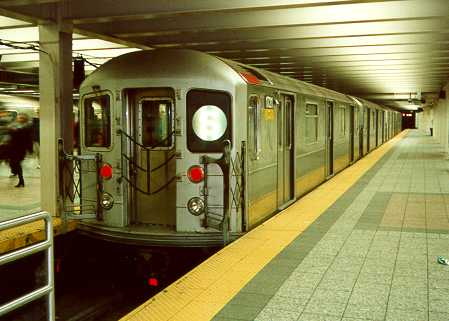 (21k, 449x321)<br><b>Country:</b> United States<br><b>City:</b> New York<br><b>System:</b> New York City Transit<br><b>Line:</b> IRT Times Square-Grand Central Shuttle<br><b>Location:</b> Grand Central <br><b>Photo by:</b> Trevor Logan<br><b>Date:</b> 2000<br><b>Viewed (this week/total):</b> 2 / 3387