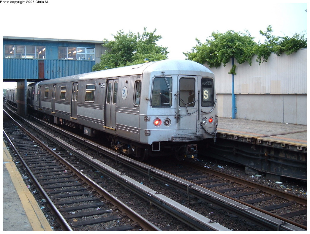 (262k, 1044x788)<br><b>Country:</b> United States<br><b>City:</b> New York<br><b>System:</b> New York City Transit<br><b>Line:</b> IND Rockaway<br><b>Location:</b> Broad Channel <br><b>Route:</b> S<br><b>Car:</b> R-44 (St. Louis, 1971-73) 5468 <br><b>Photo by:</b> Chris M.<br><b>Date:</b> 6/19/2007<br><b>Viewed (this week/total):</b> 1 / 1326