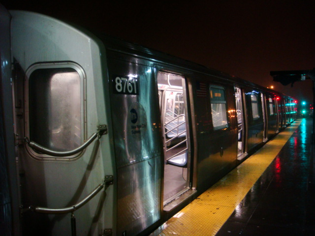 (98k, 640x480)<br><b>Country:</b> United States<br><b>City:</b> New York<br><b>System:</b> New York City Transit<br><b>Location:</b> Coney Island/Stillwell Avenue<br><b>Route:</b> N<br><b>Car:</b> R-160B (Kawasaki, 2005-2008)  8761 <br><b>Photo by:</b> Danny Molina<br><b>Date:</b> 2/2/2008<br><b>Viewed (this week/total):</b> 0 / 2288