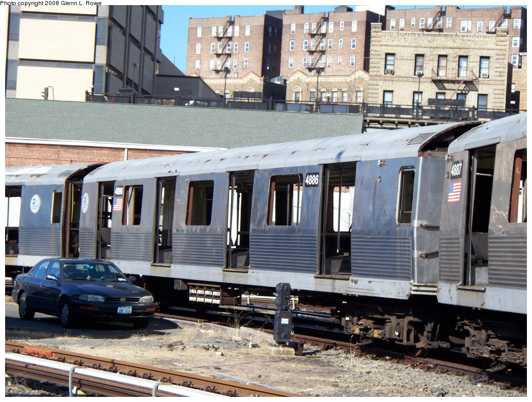 (274k, 1044x788)<br><b>Country:</b> United States<br><b>City:</b> New York<br><b>System:</b> New York City Transit<br><b>Location:</b> 207th Street Yard<br><b>Car:</b> R-42 (St. Louis, 1969-1970)  4886 <br><b>Photo by:</b> Glenn L. Rowe<br><b>Date:</b> 2/21/2008<br><b>Viewed (this week/total):</b> 1 / 782