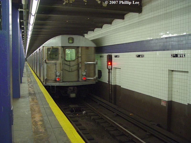 (90k, 800x600)<br><b>Country:</b> United States<br><b>City:</b> New York<br><b>System:</b> New York City Transit<br><b>Line:</b> IND 6th Avenue Line<br><b>Location:</b> 2nd Avenue <br><b>Route:</b> F<br><b>Car:</b> R-32 (Budd, 1964)   <br><b>Photo by:</b> Phillip Lee<br><b>Date:</b> 12/30/2007<br><b>Viewed (this week/total):</b> 2 / 1467
