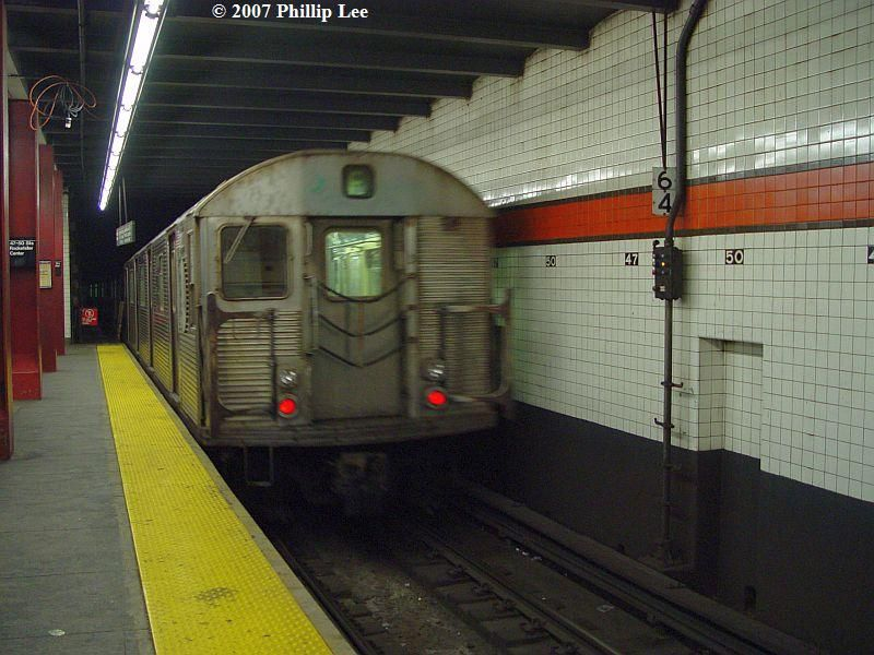 (91k, 800x600)<br><b>Country:</b> United States<br><b>City:</b> New York<br><b>System:</b> New York City Transit<br><b>Line:</b> IND 6th Avenue Line<br><b>Location:</b> 47-50th Street/Rockefeller Center <br><b>Route:</b> F<br><b>Car:</b> R-32 (Budd, 1964)   <br><b>Photo by:</b> Phillip Lee<br><b>Date:</b> 12/30/2007<br><b>Viewed (this week/total):</b> 3 / 1436