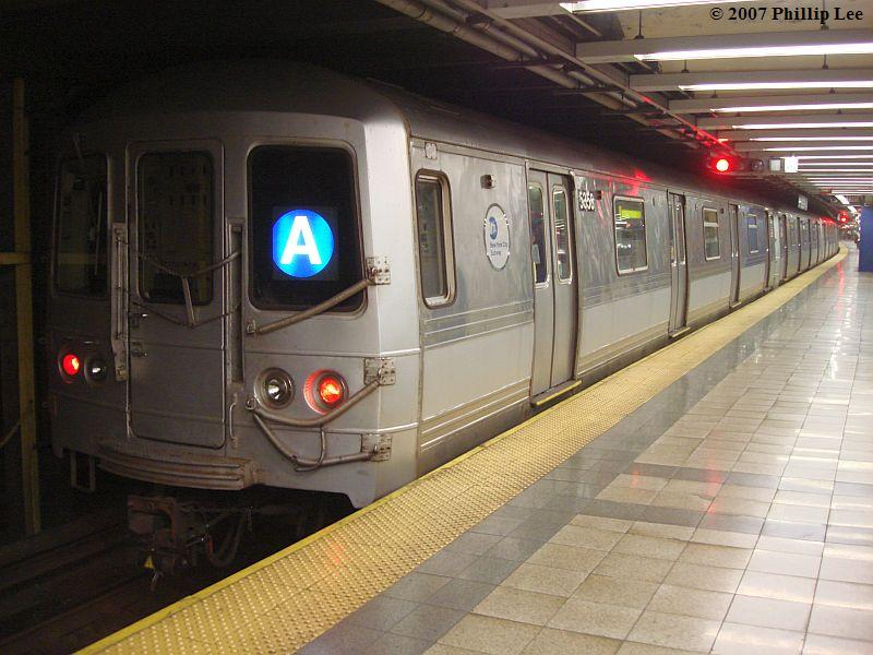 (94k, 800x600)<br><b>Country:</b> United States<br><b>City:</b> New York<br><b>System:</b> New York City Transit<br><b>Line:</b> IND 8th Avenue Line<br><b>Location:</b> Canal Street-Holland Tunnel <br><b>Route:</b> A<br><b>Car:</b> R-44 (St. Louis, 1971-73)  <br><b>Photo by:</b> Phillip Lee<br><b>Date:</b> 10/18/2007<br><b>Viewed (this week/total):</b> 3 / 1601